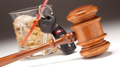 Передача руля лицу в состоянии алкогольного опьянения в 2020 году: штраф и лишение прав за передачу управления человеку в нетрезвом состоянии